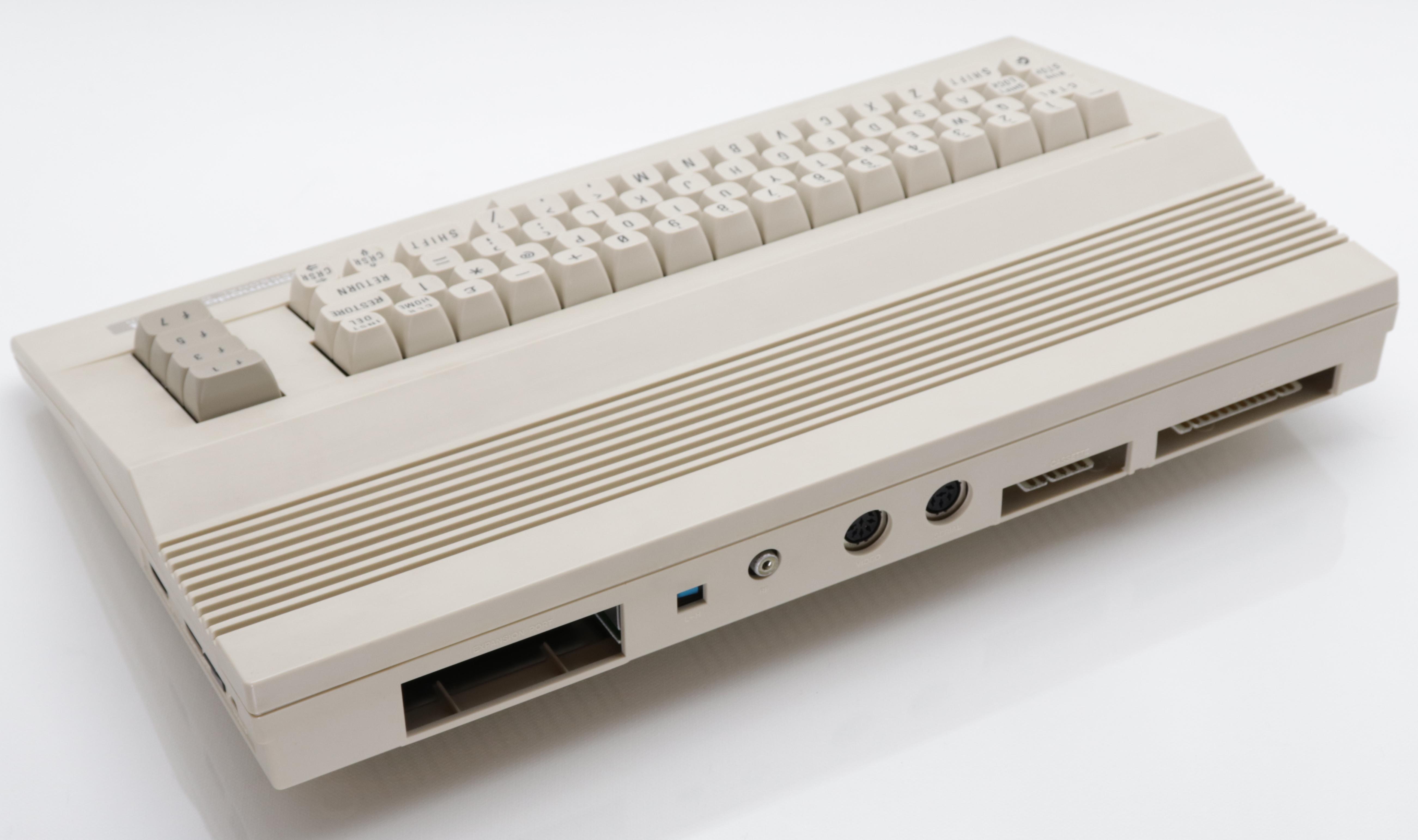 C64 C hátulról