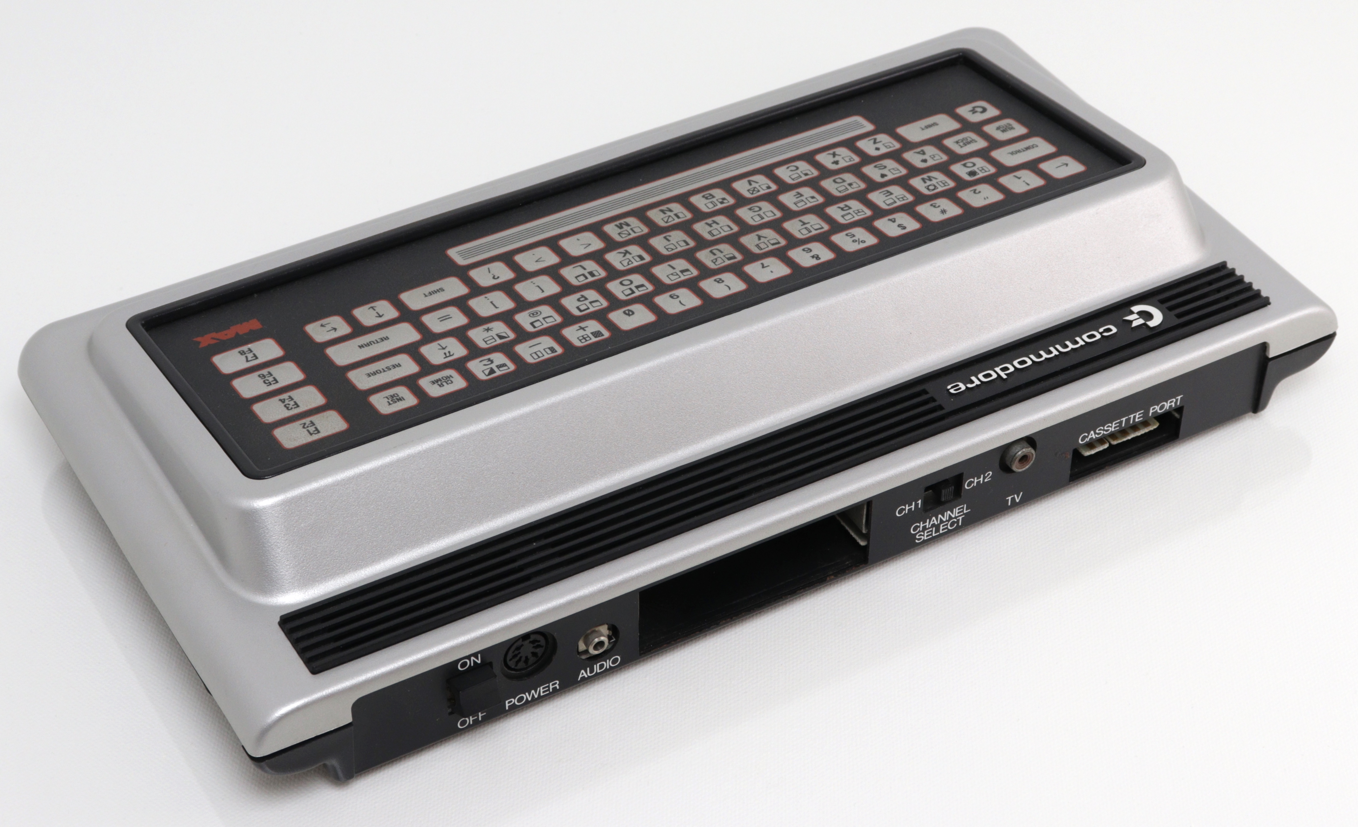 Commodore MAX - hátoldali csatlakozók